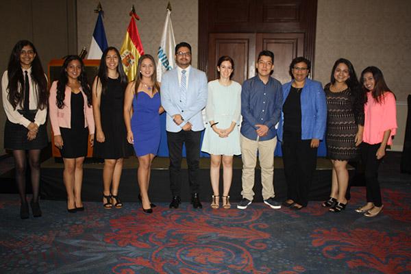 La cónsul española recibió a los estudiantes salvadoreños que cursarán este curso su grado en UNEATLANTICO