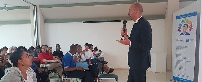 El doctor Juan Luis Martín explicó en Santo Domingo la influencia del contexto familiar en el desarrollo socio-emocional