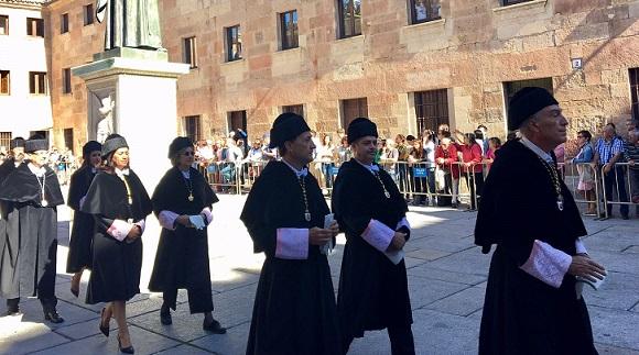 El rector participó en el acto de apertura del curso universitario, celebrado en Salamanca y presidido por los reyes