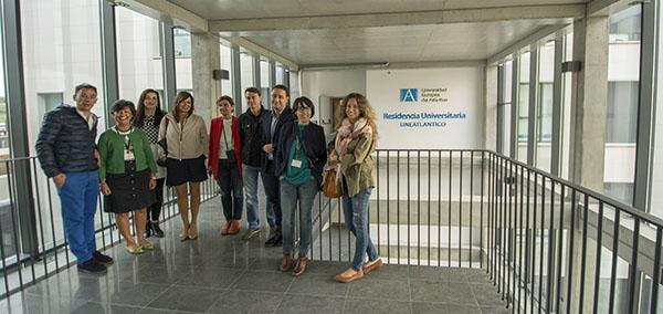 Un grupo de trabajadores del PCTCAN visita las instalaciones de la nueva residencia de UNEATLANTICO