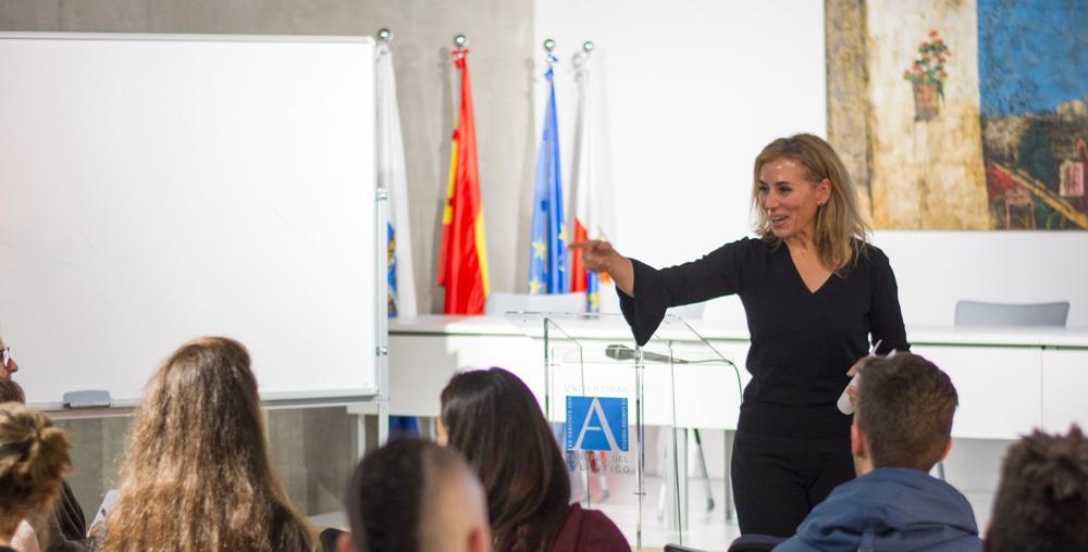 Embajadora de la plataforma mundial TEDx clausura el curso de formación para la liga de debate en UNEATLANTICO