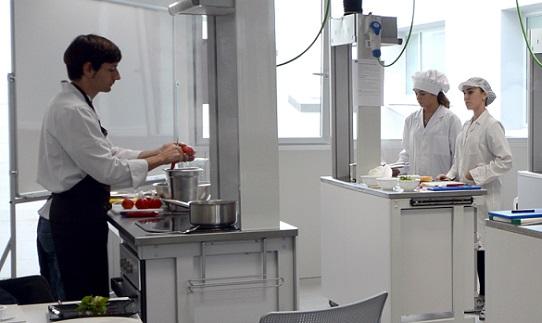 Sandra Sumalla y Sergio Bastard representan mañana martes a UNEATLANTICO en el congreso gastronómico Cocinart 2017