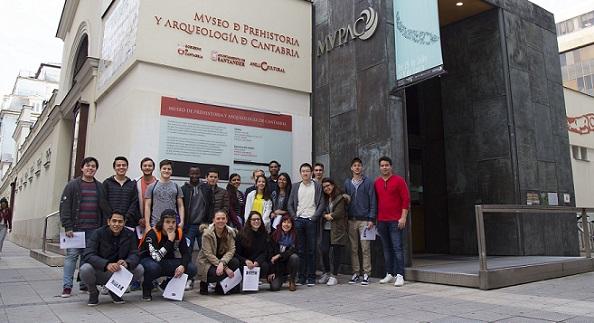 Alumnos del grado en Administración y Dirección de Empresas visitaron el Museo de Prehistoria y Arqueología de Cantabria