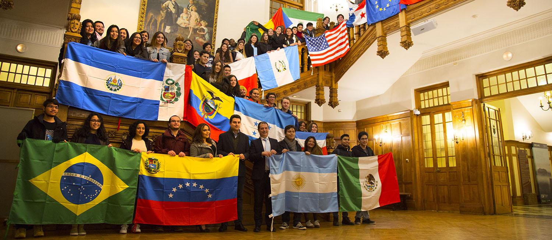 El Ayuntamiento de Santander felicita las fiestas navideñas a una representación de alumnos internacionales de UNEATLANTICO