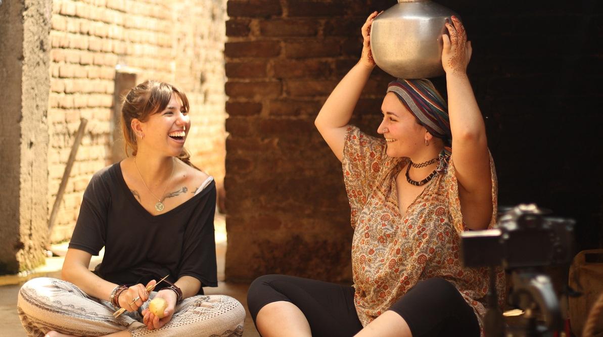 Las alumnas María Poyato y Raquel Lobera inauguran el viernes en UNEATLANTICO una exposición de fotos de India