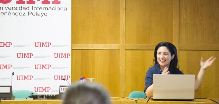 La directora del grado en Comunicación Audiovisual y alma máter de UNEATLANTICO Radio imparte hoy un taller en la UIMP
