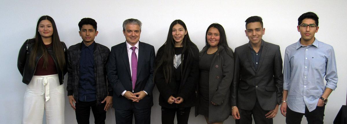 La oficina de representación de UNEATLANTICO en Perú despide a los estudiantes que empiezan su grado en Santander