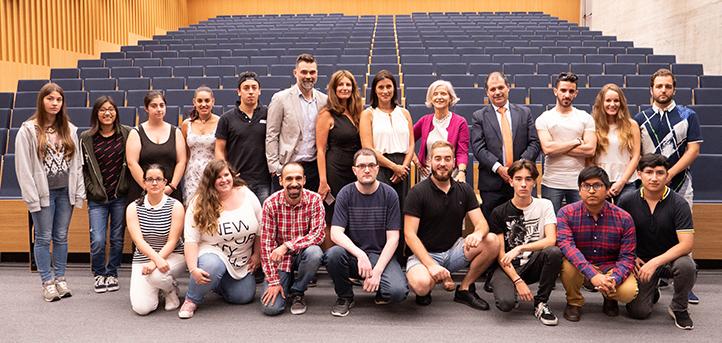 La alcaldesa de Santander visita a los alumnos de los programas de empleo joven que acoge UNEATLANTICO