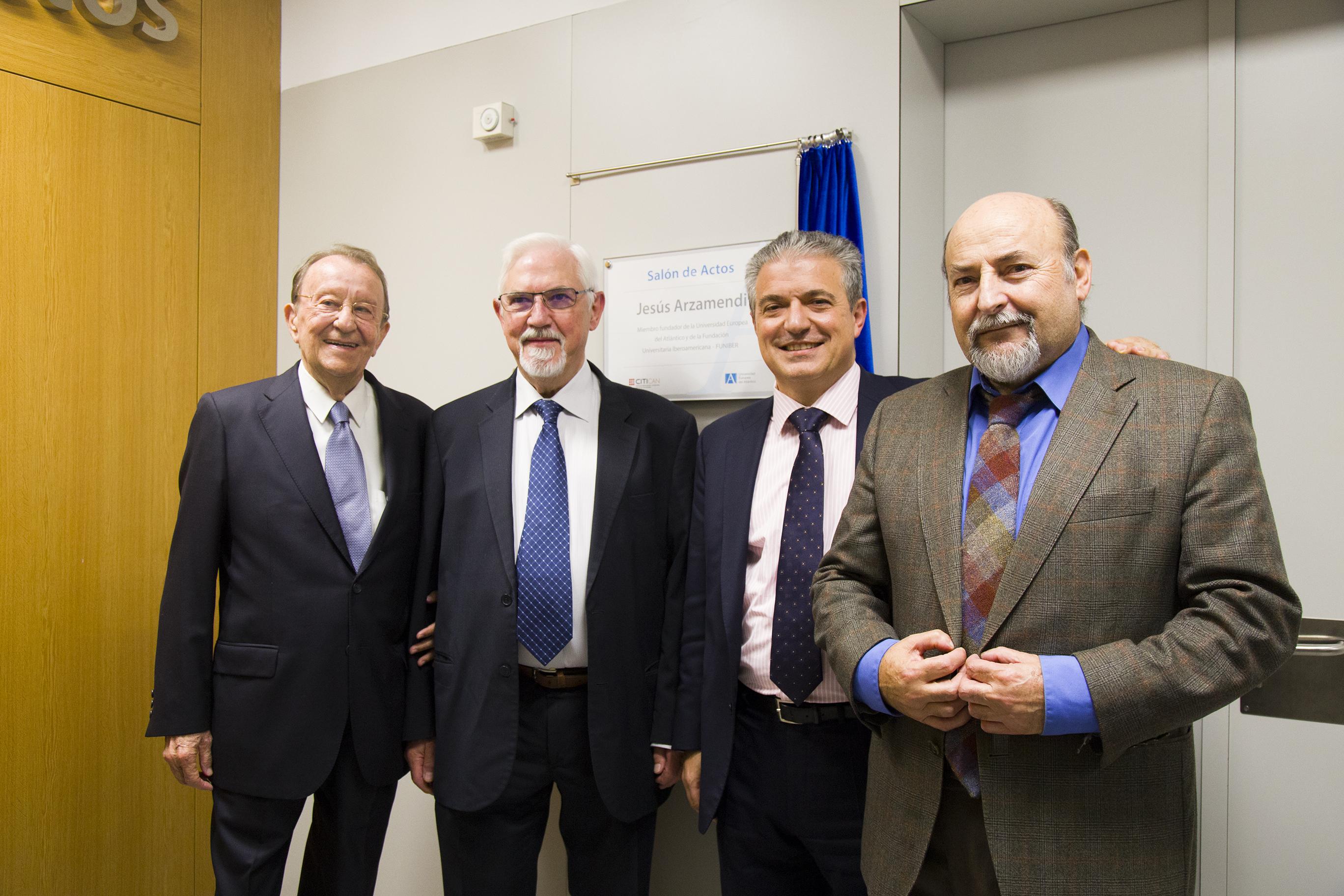 Inauguración oficial de diversas instalaciones del campus tras el descubrimiento de tres placas conmemorativas