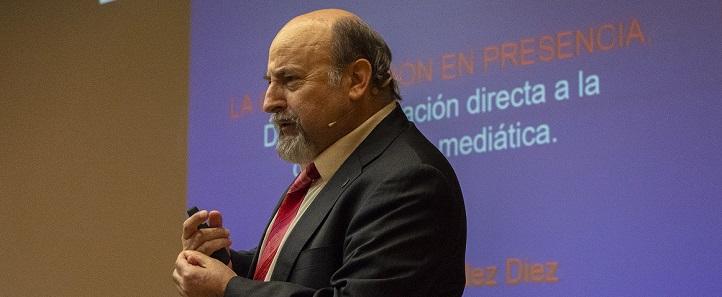 El doctor Federico Fernández imparte hoy su segunda conferencia en torno a las claves para hablar en público