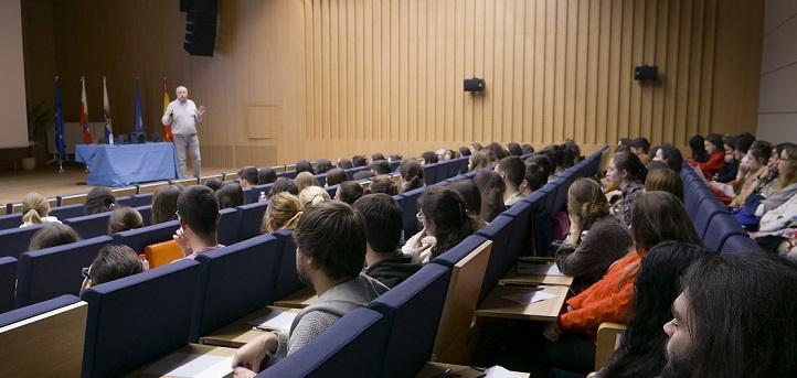 El Colegio Oficial de Psicología de Cantabria explicó a los estudiantes los aspectos básicos de su código deontológico