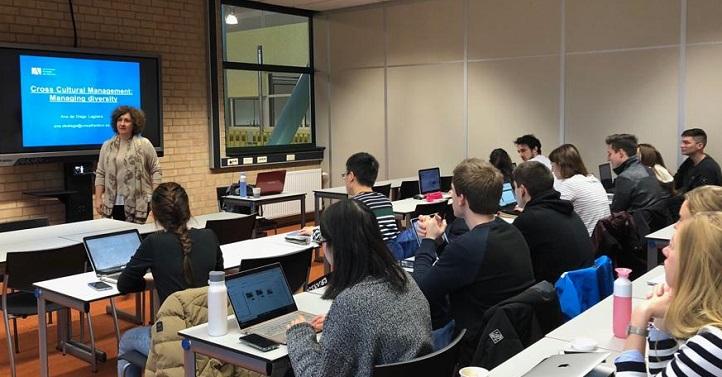 La psicóloga Ana de Diego inauguró el programa de movilidad docente impartiendo un curso sobre coaching en Holanda