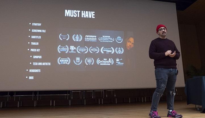 """El estudiante egresado Francisco Valdés proyectó su cortometraje """"Verte"""" e inspiró a los alumnos de Comunicación"""