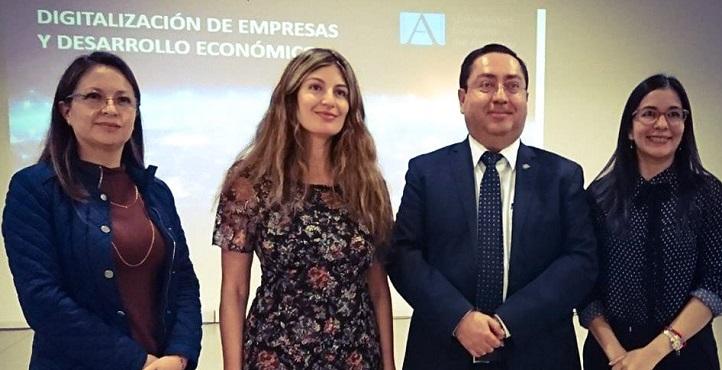 La vicerrectora presentó el Máster MBA en Ecuador y pronunció una conferencia en la Universidad Tecnológica Equinoccial