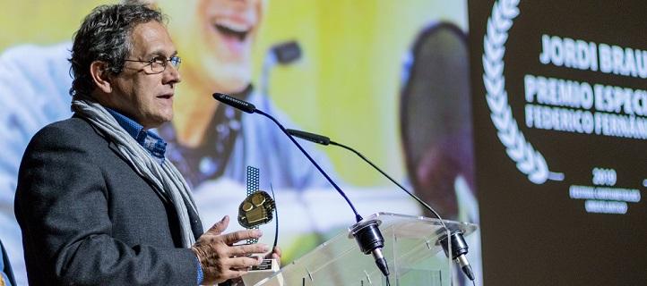 El actor de doblaje Jordi Brau recibió el Premio Federico Fernández y comentó a los estudiantes su experiencia en el mundo del cine