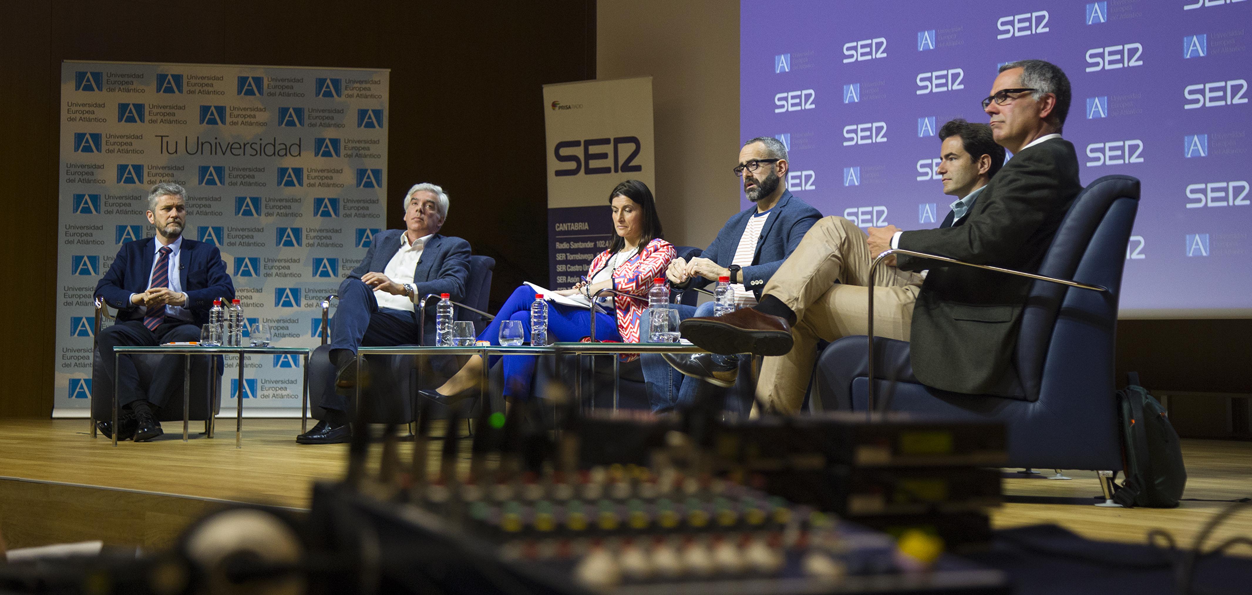Cinco candidatos a la alcaldía del Ayuntamiento de Santander debatieron sus propuestas ante las elecciones municipales del día 26