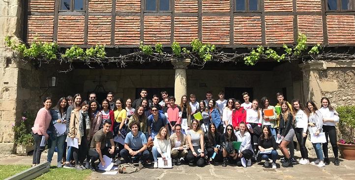 Un grupo de estudiantes visitó el Museo Velarde para efectuar un análisis del comportamiento alimentario en Cantabria
