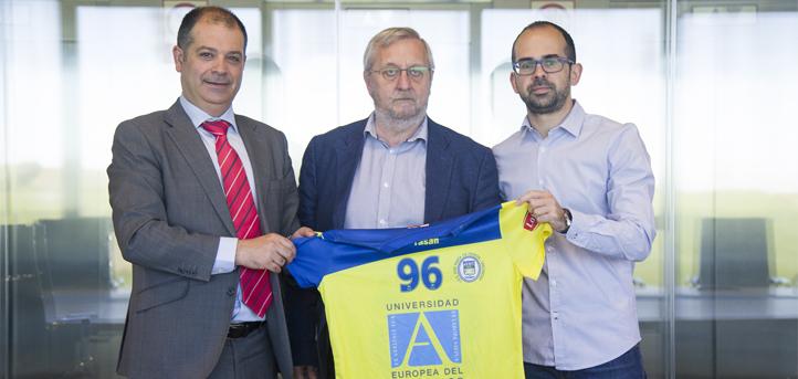 UNEATLANTICO renueva su convenio de colaboración con el Club Balonmano Pereda, que finalizó la liga en tercera posición