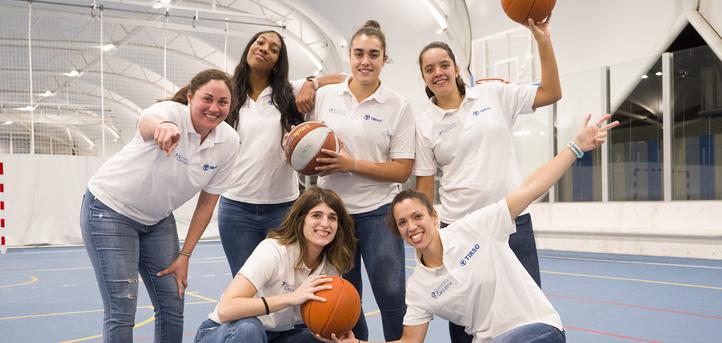 Foto de familia con las deportistas del Club Deportivo Talent