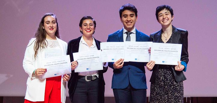 El equipo Eulogia, ganador de la III Liga de Debate UNEATLANTICO