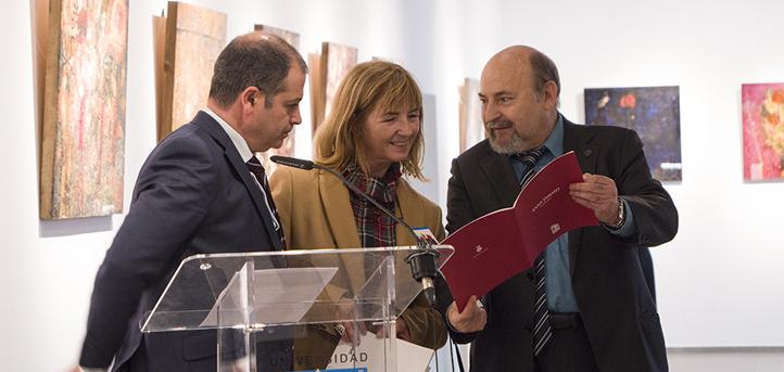 La concejala de Cultura inaugura en UNEATLANTICO una doble exposición de artistas catalanes