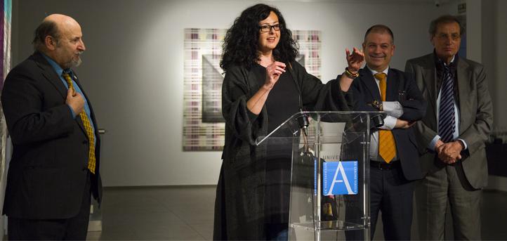 El presidente del Ateneo y el decano de CCSS de UNEATLANTICO inauguraron la exposición de Gloria Pereda