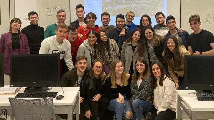 Estudiantes de los grados en Periodismo e Informática culminan el proyecto Relieve, una revista digital que editó cinco números