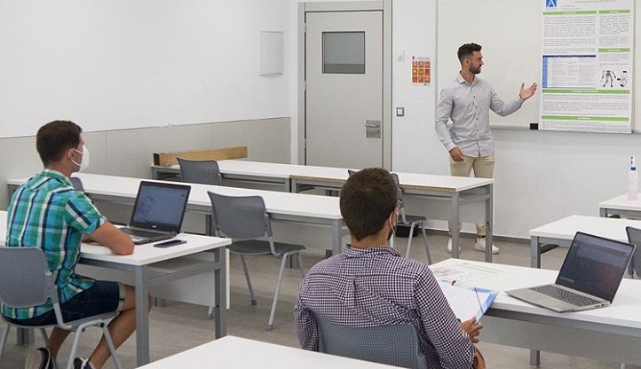 Los estudiantes de último año de las tres facultades presentaron y defendieron innovadores Trabajos de Fin de Grado
