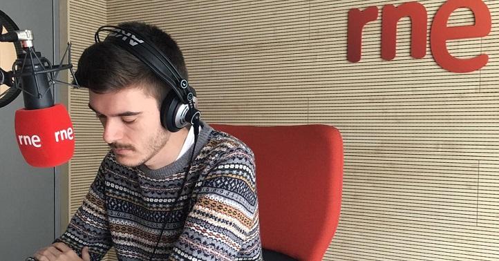El egresado de Comunicación Audiovisual, Javier Salido, nos habla sobre su trabajo en los Informativos de Radio Nacional de España