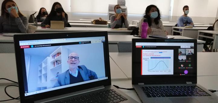 """Jon Icazuriaga, impartió el taller """"¿Dónde busco la idea para mi negocio?"""" a los alumnos de UNEATLANTICO"""