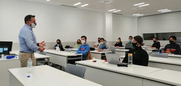 """Óscar Morales, impartió el taller """"«Emprendimiento emocional o la emoción de emprender» a los alumnos de UNEATLANTICO"""