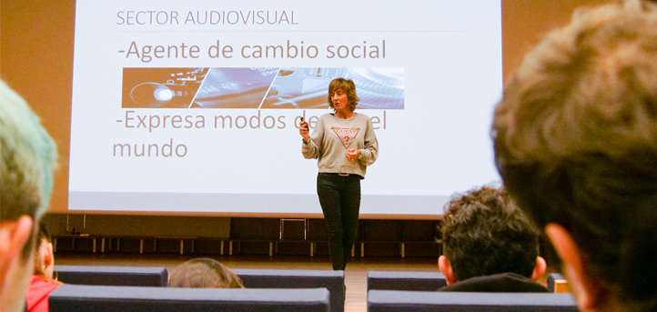La doctora Belén Andueza publica un artículo científico en la Revista Inclusiones sobre la adaptación de los contenidos televisivos al confinamiento