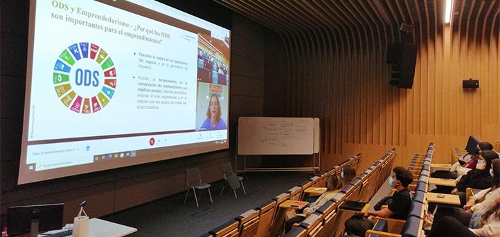 Laura Soriano impartió un taller en UNEATLANTICO sobre emprendimiento social, ODS, impacto social y medioambiental