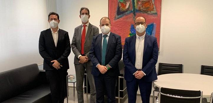 El presidente de la Cámara de Comercio de Torrelavega se reunió con el rector de UNEATLANTICO para impulsar objetivos comunes