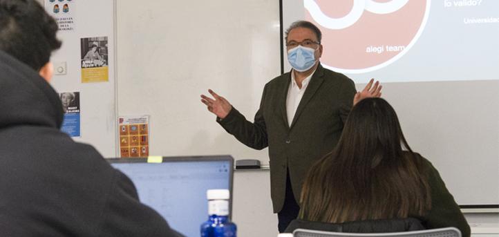 Gonzalo Mota imparte un taller sobre emprendimiento y una mentorización a los alumnos de UNEATLANTICO