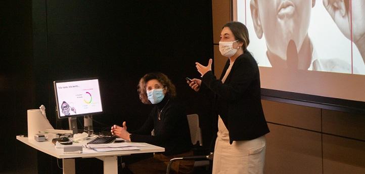La emprendedora Cristina Luca de Tena, fundadora de Furnilix, transmitió su experiencia a los alumnos de los grados en Comunicación