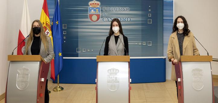 Tres alumnas egresadas en Periodismo, Publicidad y Comunicación Audiovisual realizan formación profesional en el Gobierno de Cantabria