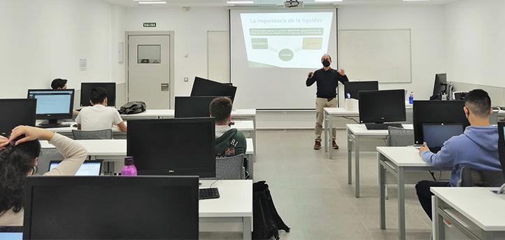 Nacho Irastorza, imparte un taller sobre la planificación del cash flow a los alumnos de UNEATLANTICO
