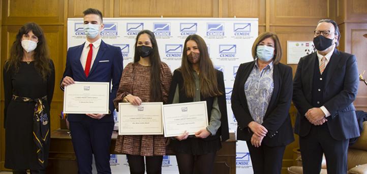 La alumna Andrea Sainz recibe el IV Premio Enrique Campos Pedraja como mejor expediente académico en Administración y Dirección de Empresas