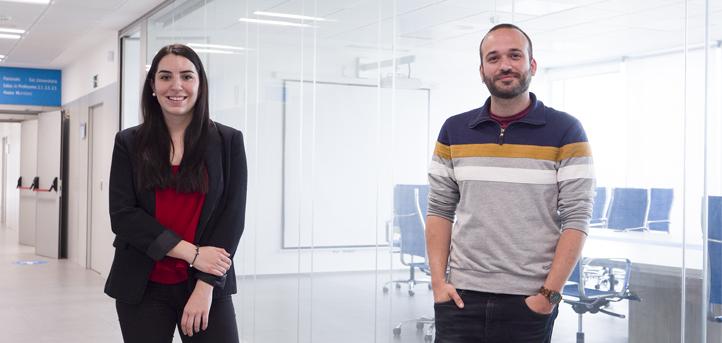 Los docentes Manuel Rodríguez y Paula Quijano imparten un seminario sobre traducción profesional para alumnos de cuarto curso