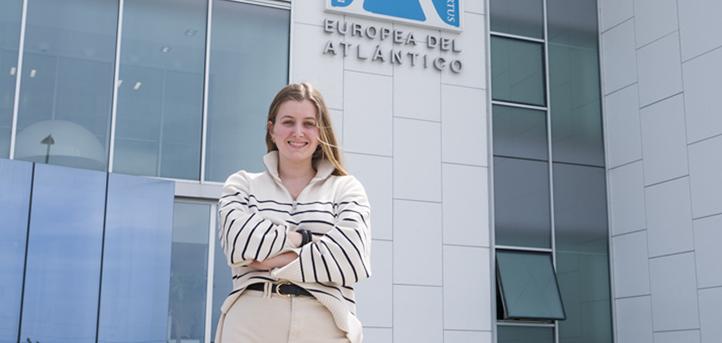La alumna de UNEATLANTICO Sara Seco, comienza su carrera profesional en el departamento de comunicación de Cantabria Labs