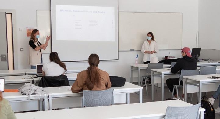 Alumnas egresadas en Psicología por UNEATLANTICO regresan a la universidad a compartir su experiencia en INGRAM MICRO