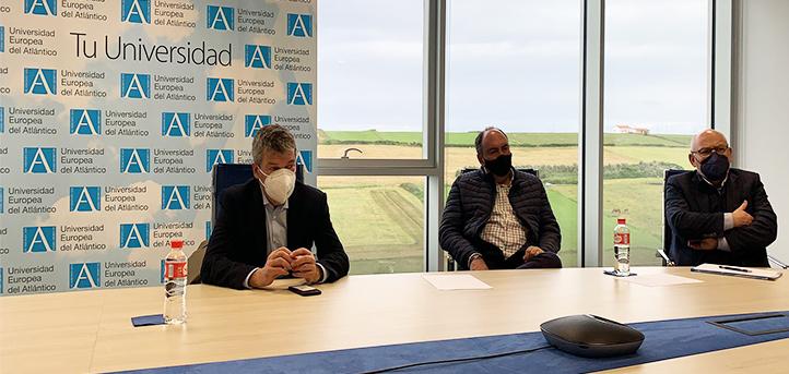 Miembros de la Asociación Empresarial Energía Cantabria visitan las instalaciones de UNEATLANTICO