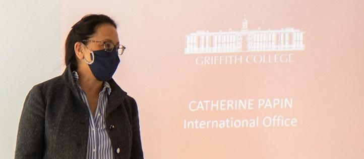 Catherine Papin, representante del Griffith College, presentó la doble titulación con UNEATLANTICO y elogió el ambiente multicultural