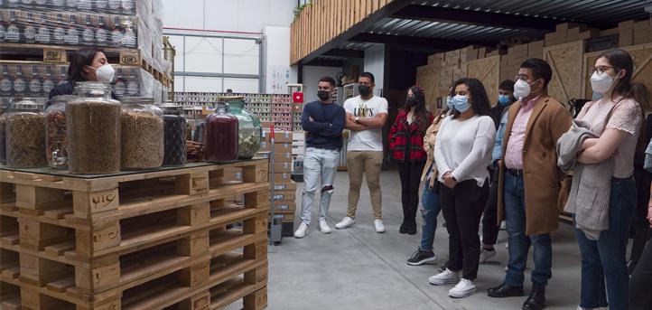 Los alumnos de Ingeniería de las Industrias Agrarias y Alimentarias y Ciencia y Tecnología de los Alimentos visitaron la destilería Siderit