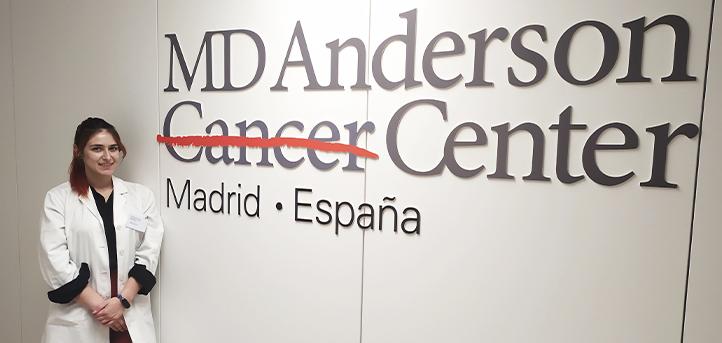 La alumna, Kimberley Harris-Mier, comenta su experiencia realizando prácticas en el Hospital MD Anderson Cancer Center Madrid