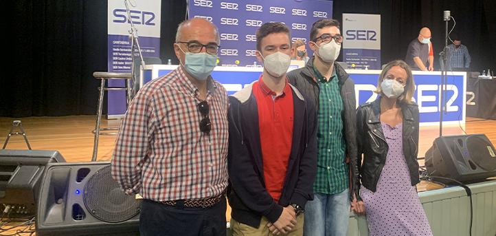 Alumnos del grado en Periodismo asisten a la grabación del programa nacional de la Cadena SER «Hoy por Hoy»