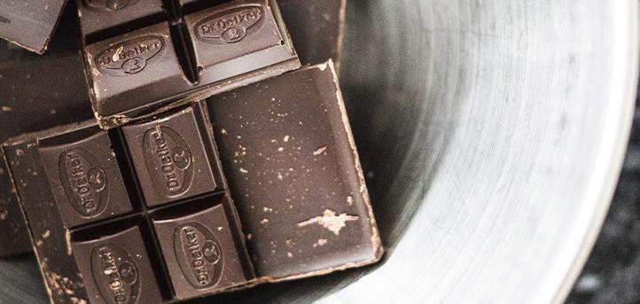 Los doctores Iñaki Elío y Sandra Sumalla publican un artículo sobre los beneficios del cacao y el consumo de chocolate