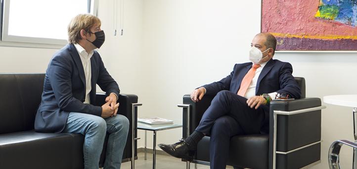 El Presidente de la Federación de Municipios, Pablo Diestro, visita el Campus Universitario de UNEATLANTICO