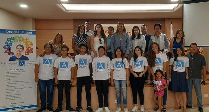 Los alumnos ecuatorianos de nuevo ingreso se reunieron en la Cámara de Comercio de Guayaquil para preparar su próximo viaje a Cantabria